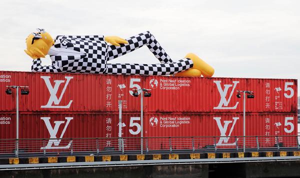 Des containers maritimes au défilé de Louis Vuitton 2020