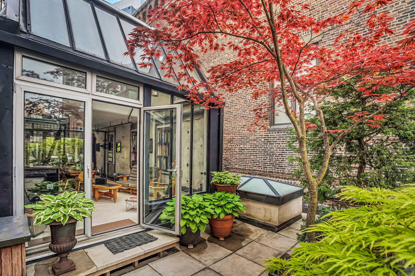 Inspirebox_Midtown_West_container-home